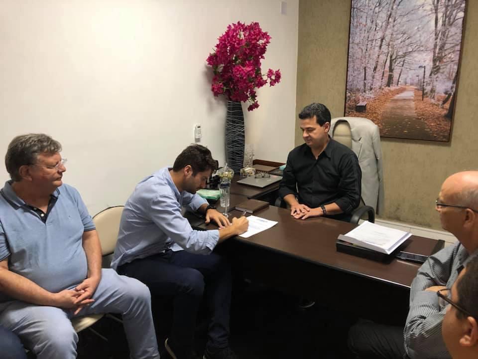 Prefeitura entrega Licença Ambiental ao Laticínio Betânia