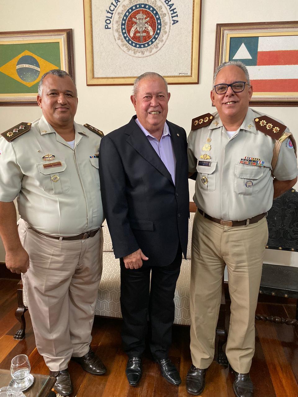 Prefeito Temóteo assina convênio com a PM para implantação do modelo Cívico-Militar em escolas de Teixeira de Freitas