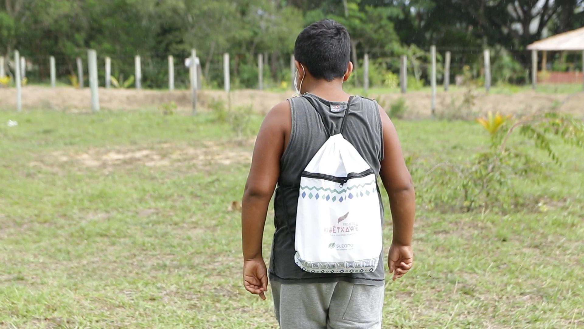 Suzano doa material escolar a comunidades indígenas no Extremo Sul da Bahia